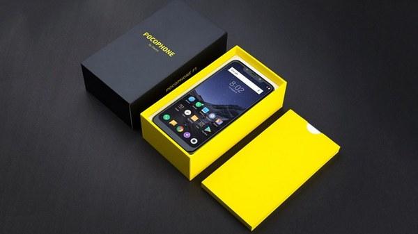 Pocophone F1 в фирменной упаковке